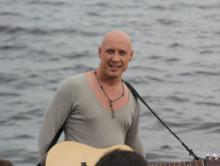 Денис Майданов снял клип «Пролетая над нами»